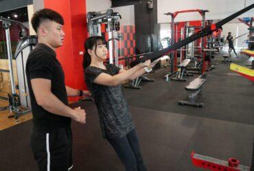 高雄左營健身房推薦。FUNS放肆運動一對一私人教練課,健身新手一起來維持體態吧!