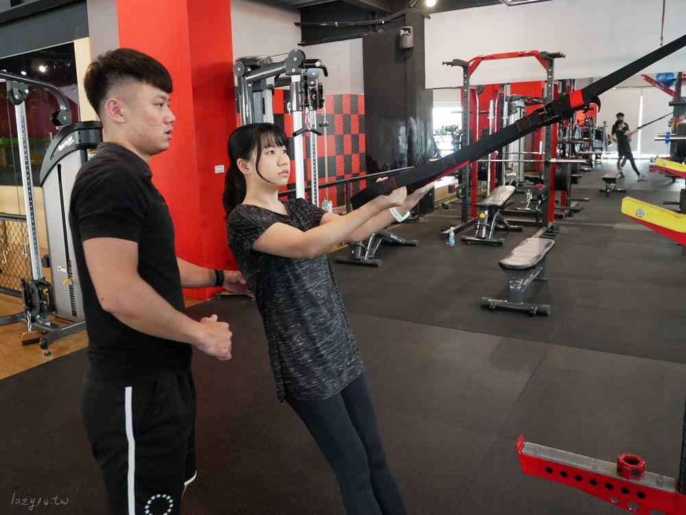 高雄左營健身房推薦○FUNS放肆運動一對一私人教練課,健身新手一起來維持體態吧!