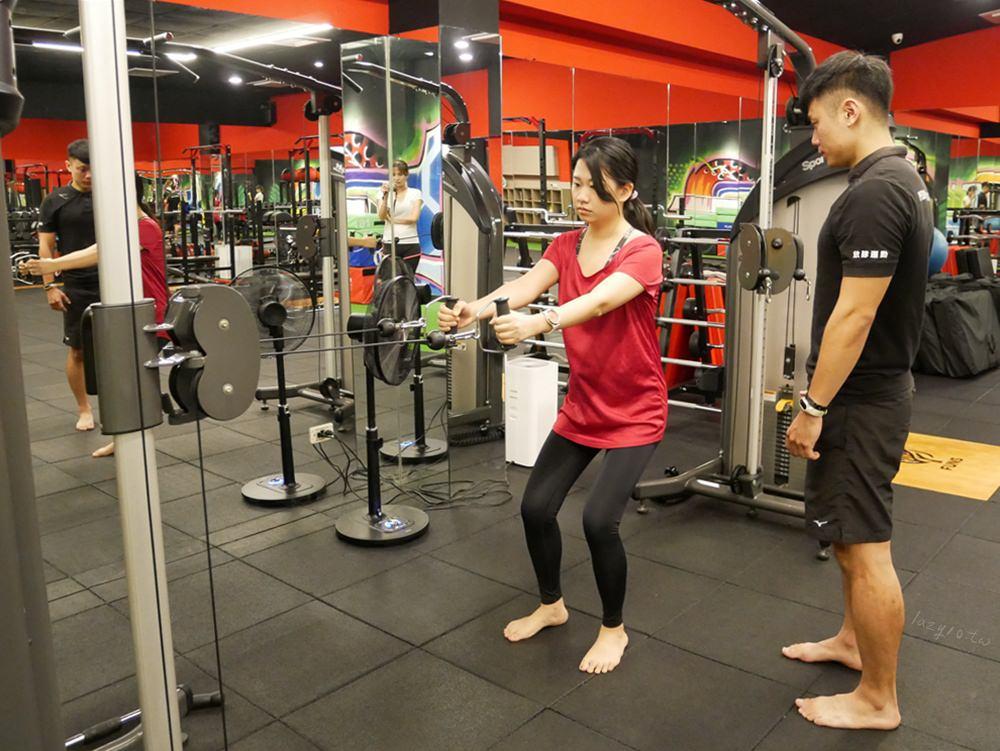 高雄教練課推薦。左營FUNS放肆運動,私人健身教練量身客製專屬訓練課程