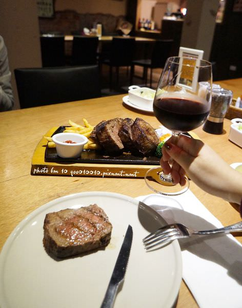 高雄美食●ibeef愛牛客炭烤牛排館。紐約客30盎司雙人分享套餐品嚐濕式熟成牛排的原始風味(大份量/氣氛好/服務佳)